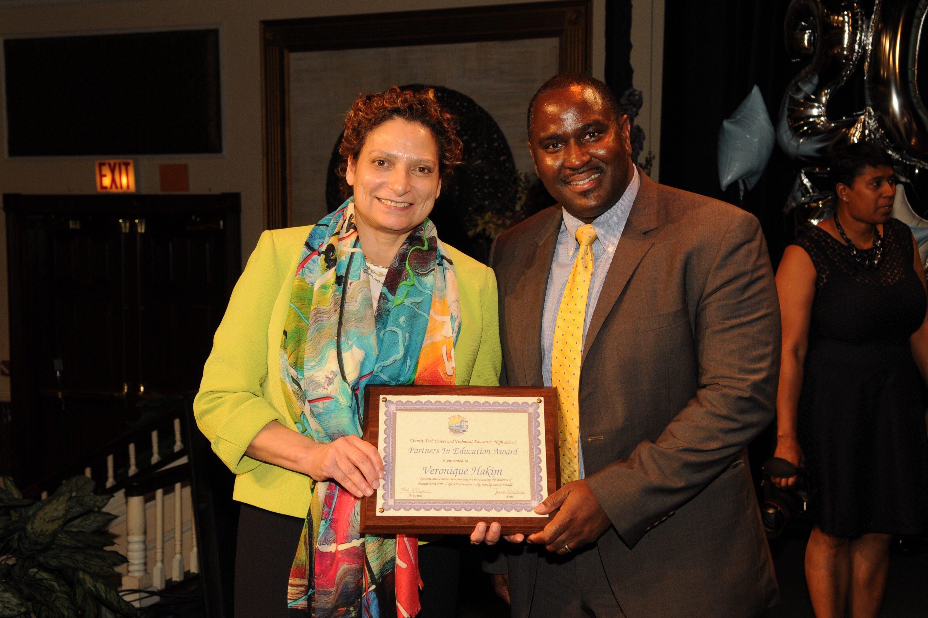 Principal Bynum receives an award